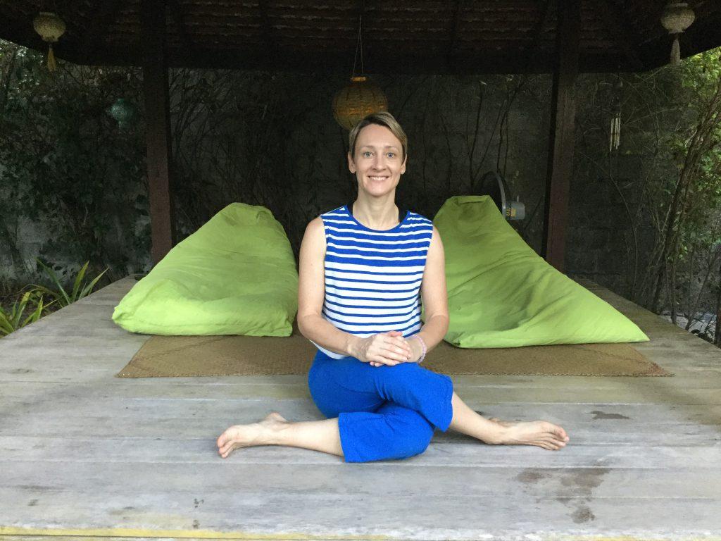 Yin yoga - shoelace pose